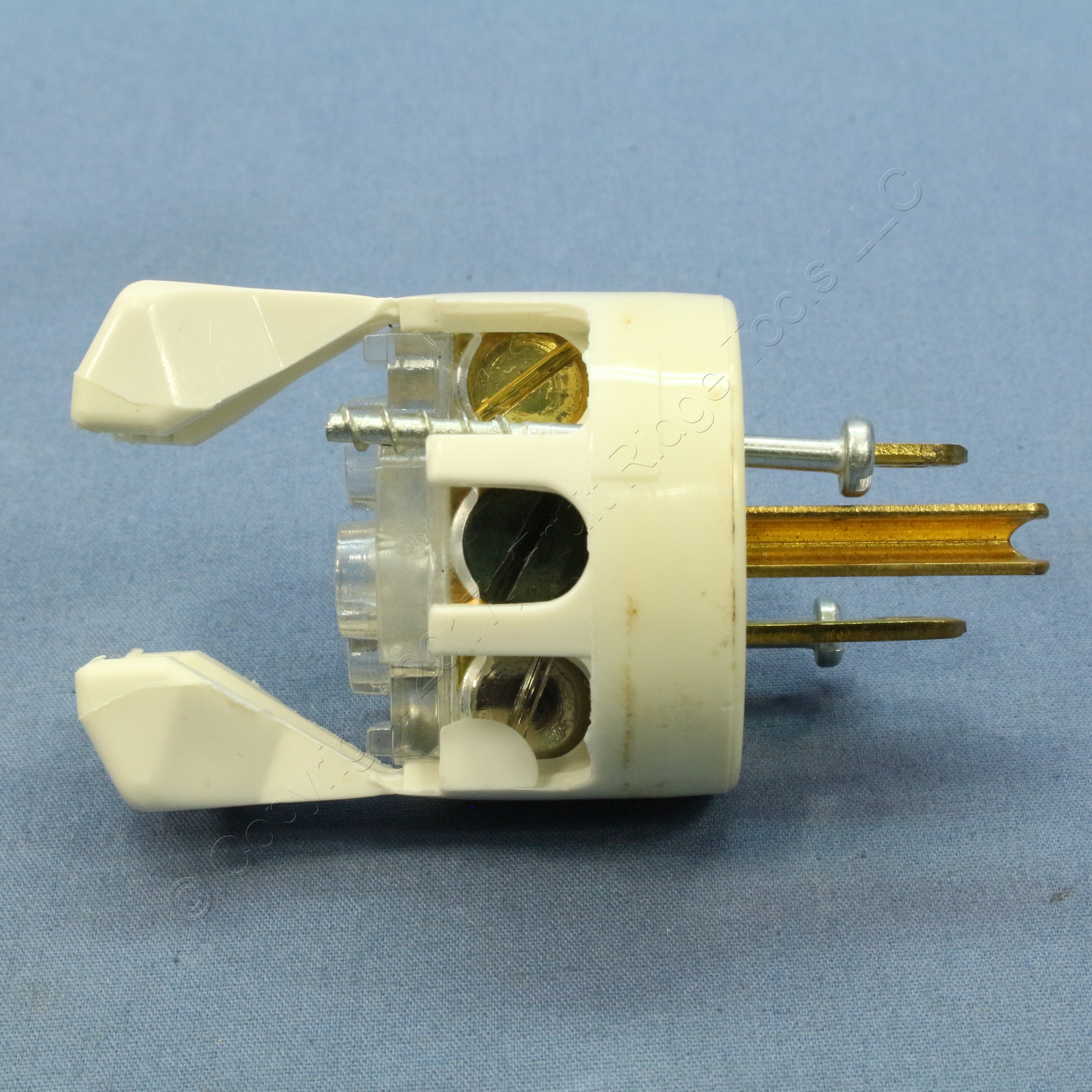 🏠 🔌 Shop Bryant HOSPITAL Grade Nylon Straight Blade Plug NEMA 5 ...